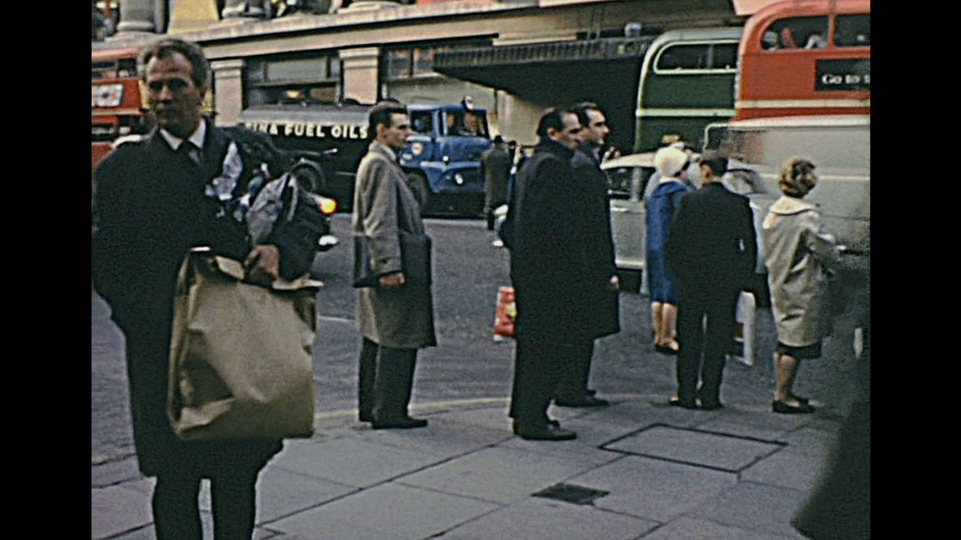Life in London (Christmas time) 1962 – Archive Footage